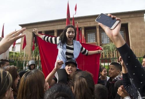 """سيدي إفنـي … التلاميذ يخرجون في مسيرة احتجاجية تنديداً بتعنيف """"الأساتذة"""""""