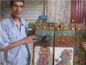 الشاعر و الفنان محمد فريد يقف بجانب إبداعه