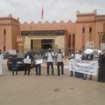 صور من الوقفة الاحتجاجية لأندية كرة القدم بجهة كلميم وادنون أمام مقر مجلس الجهة