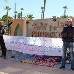 السلطات تنتزع بالقوة لافتة داخل معتصم لمضربين عن الطعام أمام العمالة