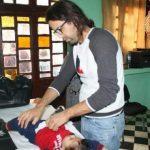 الدكتور المهدي الشافعي يفحص 72 طفلا بتارودانت في يوم عطلة