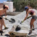 فتيات من دولة إسبانيا يُـــرممن مدرسة ابتدائية بمديرية سيدي إفني