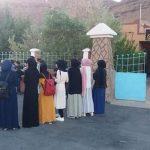 غياب النقل المدرسي يـُخرج تلاميذ بإقليم كلميم للاحتجاج أمام مقر الجماعة