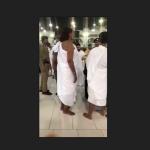 (فيديو) .. آخر ما كاين في حاج بيت الله الحرام معتمرة ترتدي ملابس الإحرام الخاصة بالرجال